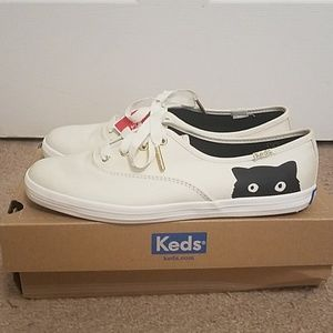 NWT Taylor Swift Sneaky Cat Keds